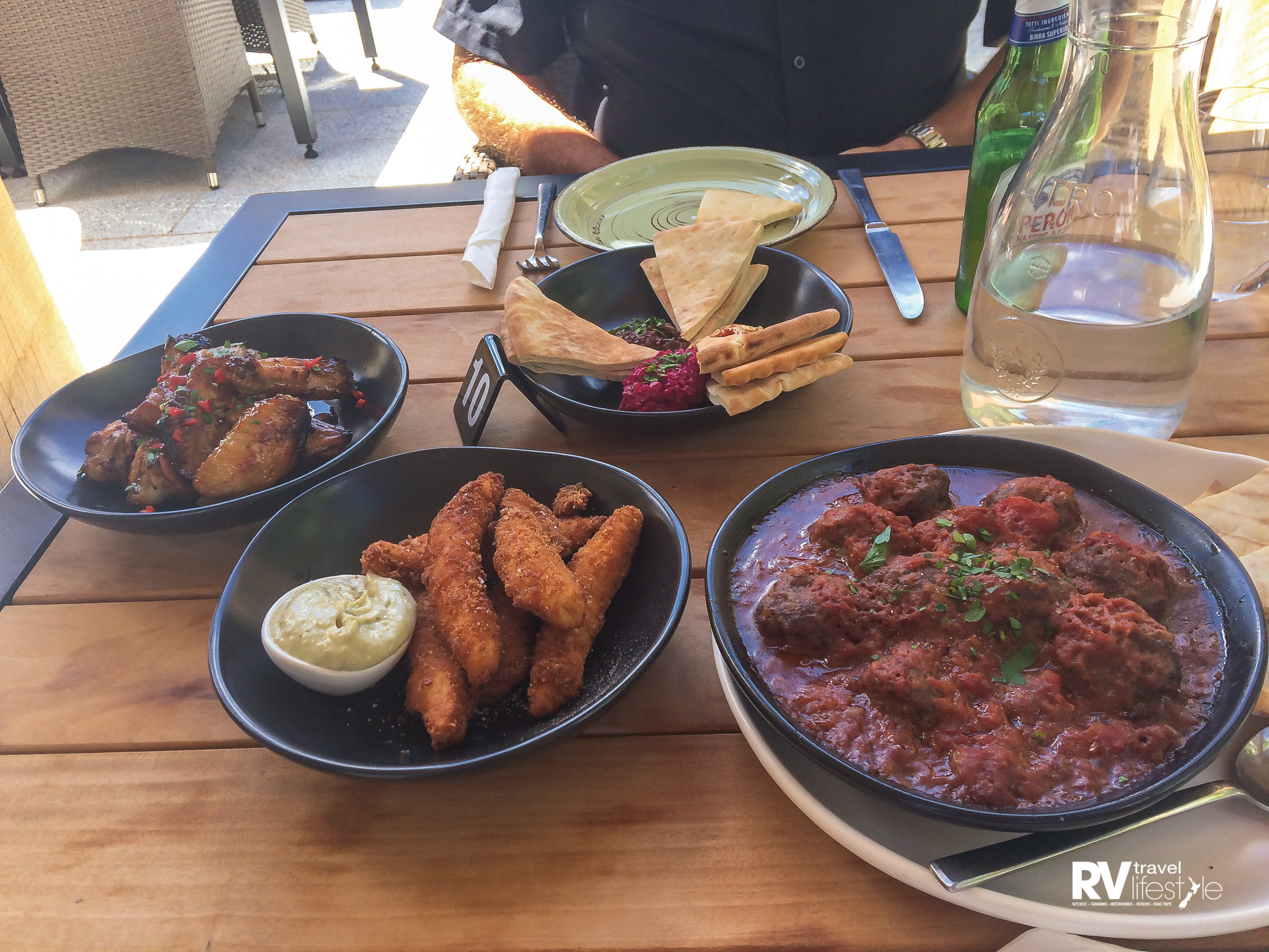 A local Martinborough restaurant has opened, Lunar Vineyard, wow the food is really good. These tapas plates are only $16 each, and we ended up with too much food for us to eat - that makes a change!
