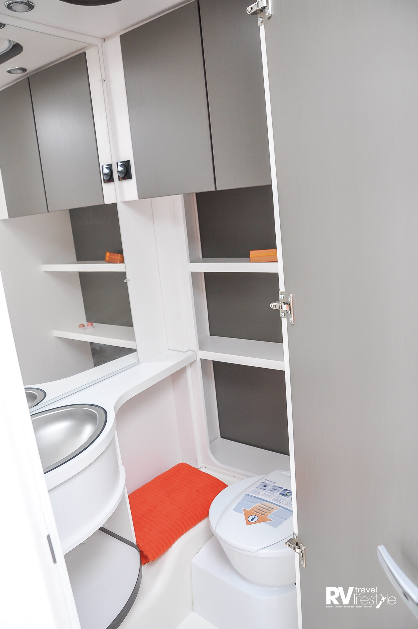 C'Go 430QS - this bathroom is bigger than our RnR motorhome bathroom, and has shelves and cupboards for storage - really nice space
