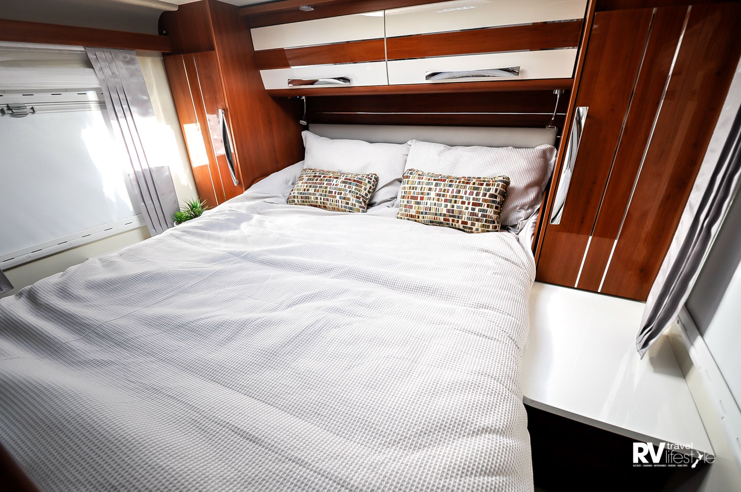 The K-Yacht 79 has the separate bedroom with the bathroom midship