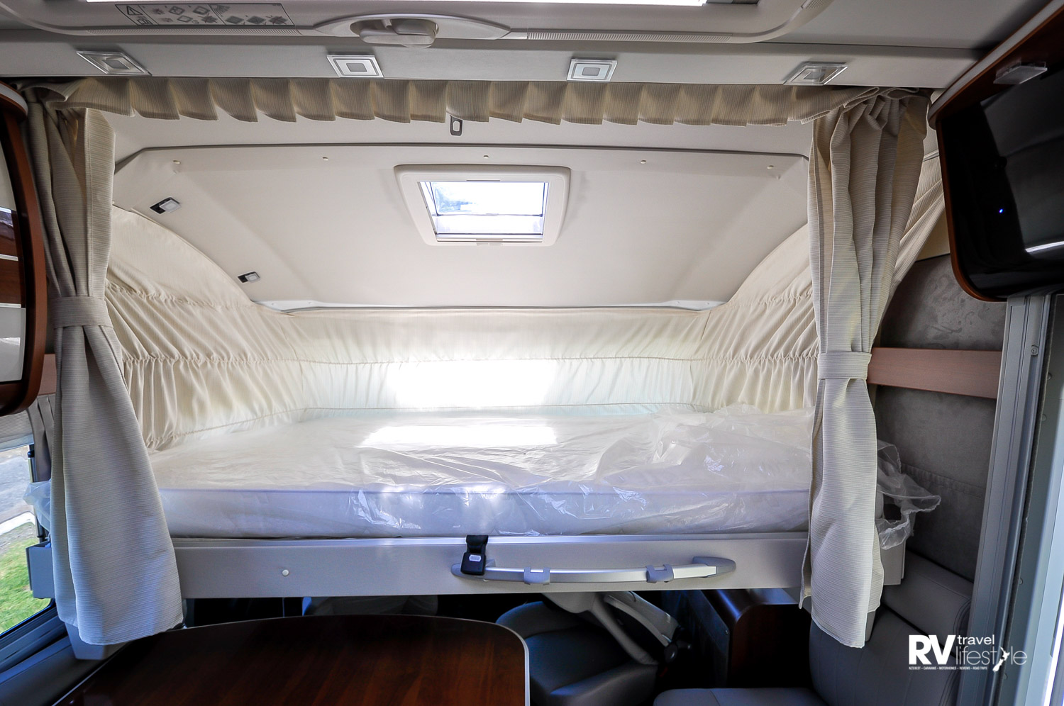 All the Mobilvetta models have the drop-down bed over the front-cab area – a good size at 1350x1900mm – and LED lighting and a vent to watch the stars