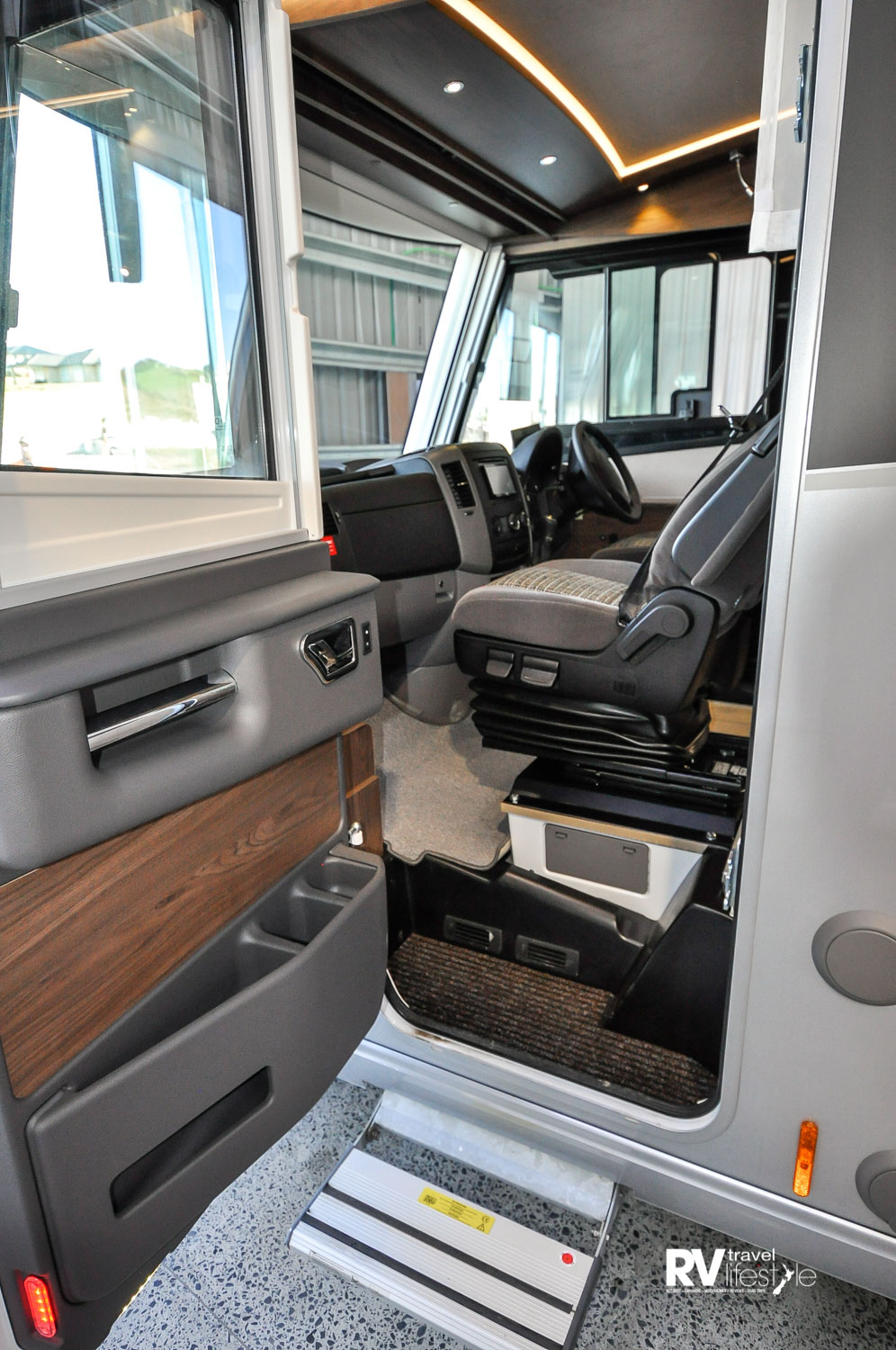 Passenger door cab entry electric step, a spacious cab area with lots of storage spaces, drink holders and all the Mercedes-class goodies you would expect. The front shade window blind is electric
