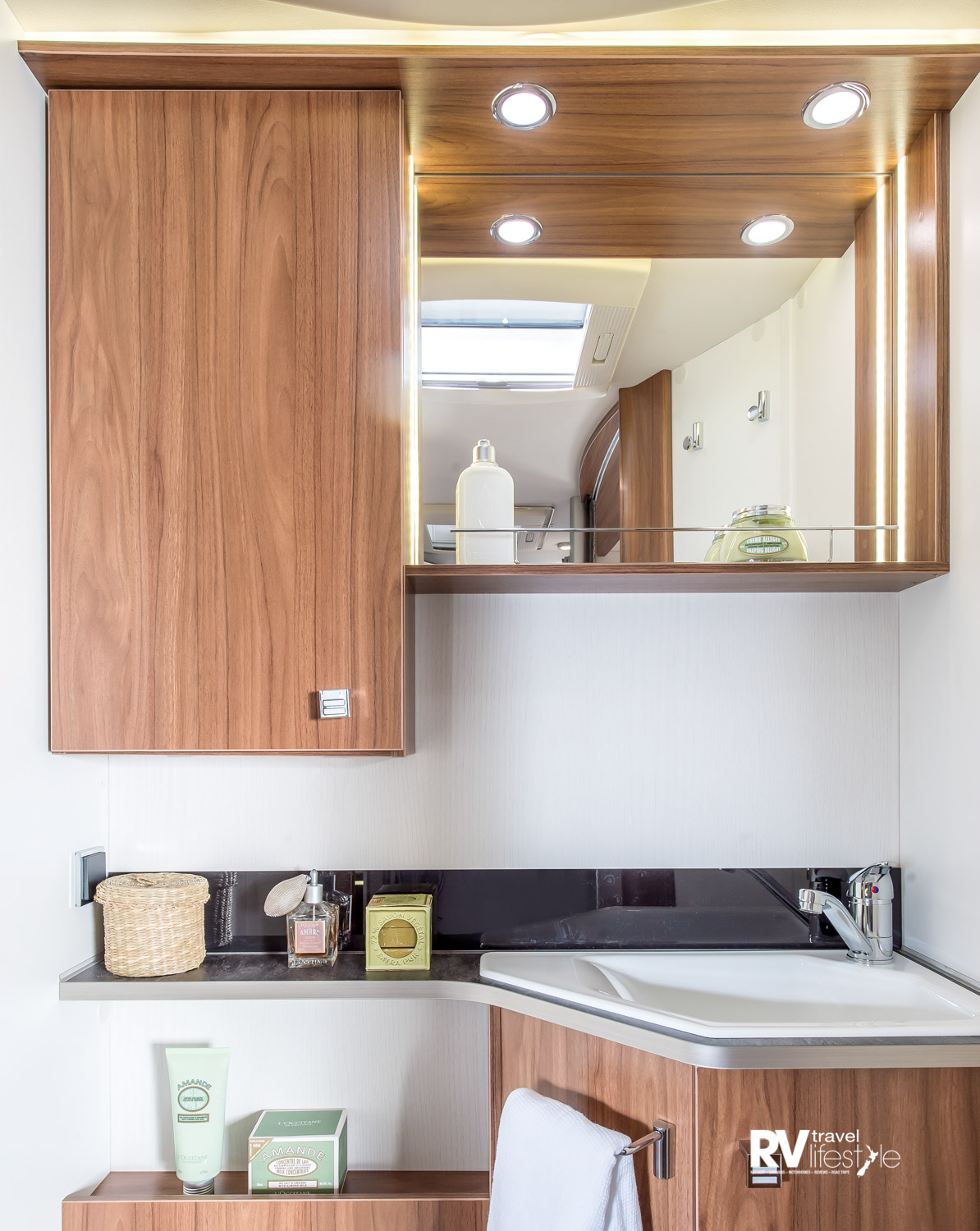 Separate bathroom and en suite toilet area - lots of storage, lighting, ventilation, and extra soap, towels and other fixtures are great