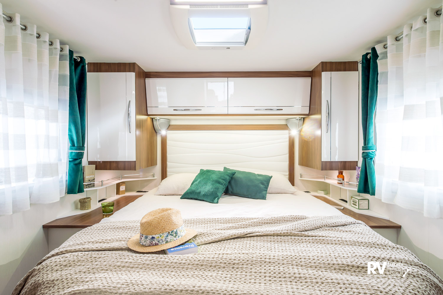 Nice bedroom, adjustable headboard, windows both sides, roof vent, under bed storage and drawers