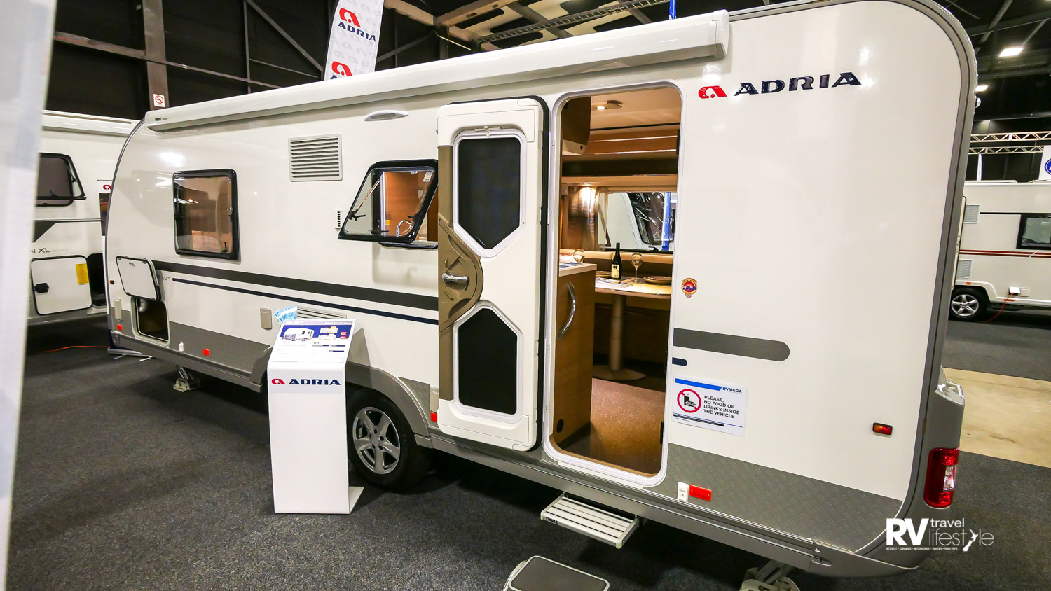 This model is the Adora 612 PT Slider dual-axle model