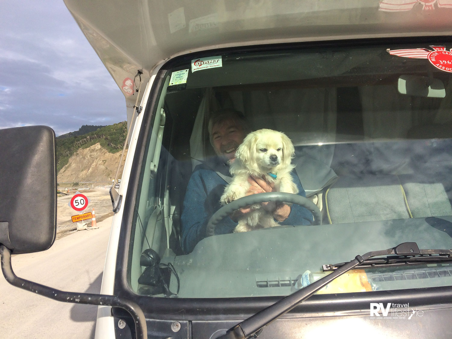Da papa and I pretended I was driving, while we waited at road works on the road from Kaikoura to Blenheim