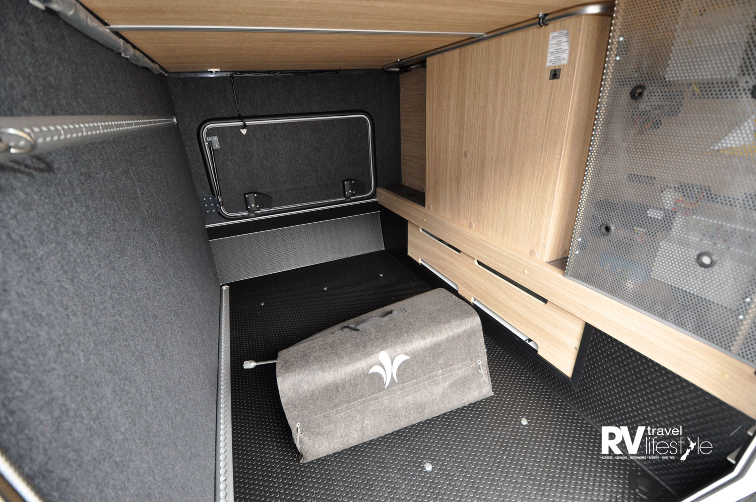 The rear boot storage is accessible both sides, the floor is coated with highly wear-resistant dimpled membrane, has lighting, is heatable, and has four adjustable eyelets in each rail for tie downs. Size length 2175 x 1400mm width, 1255mm height
