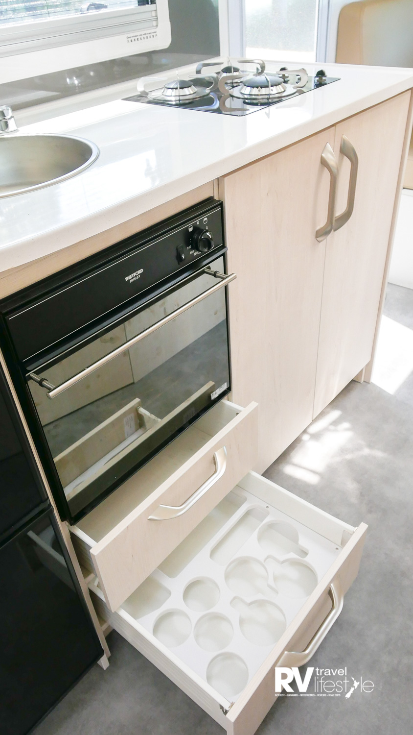 Classic style from Action – fitted crockery and glass slots in the kitchen drawer