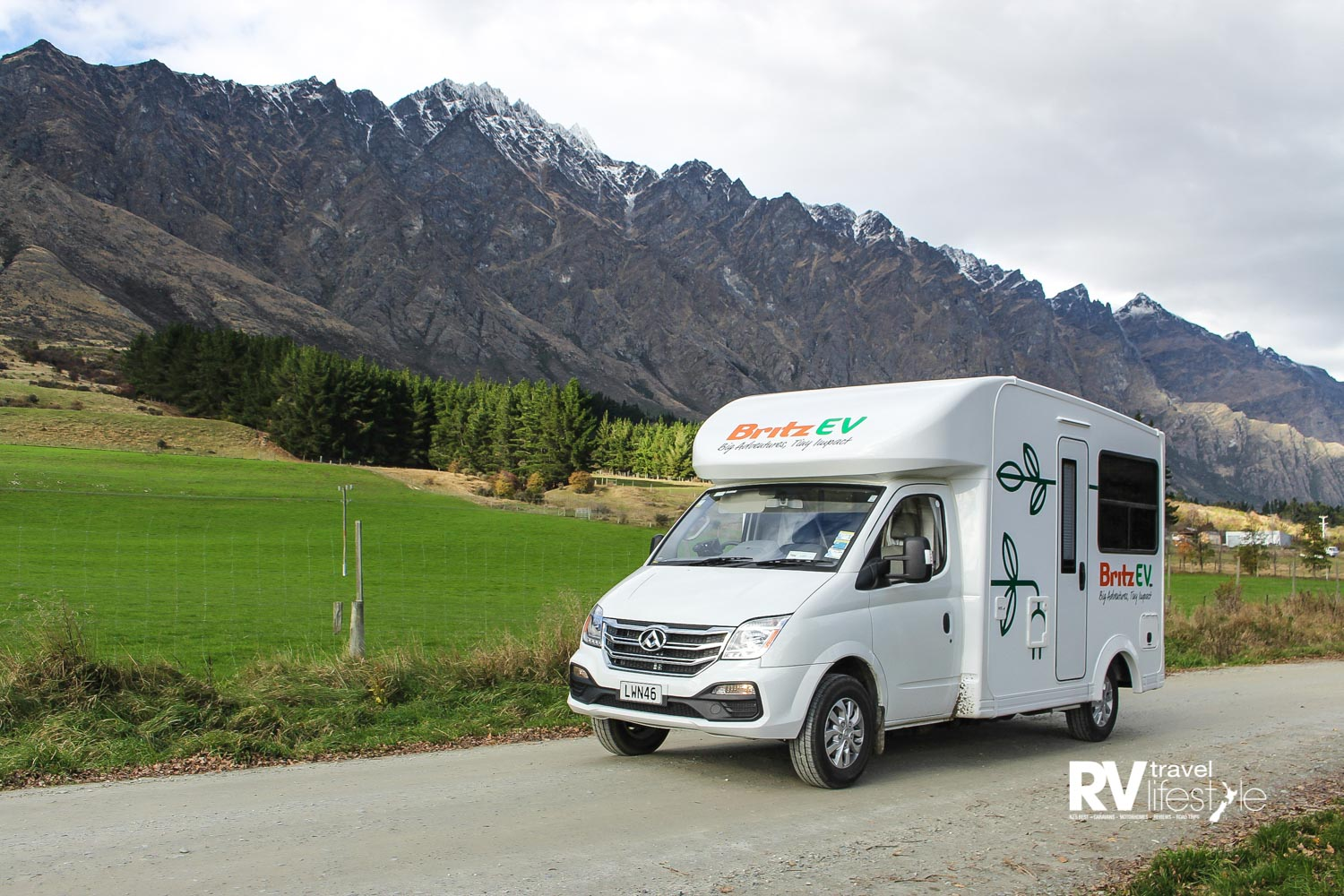 The Britz eVolve almost back home. With the Remarkables as a backdrop we complete our nearly three days with the vehicle