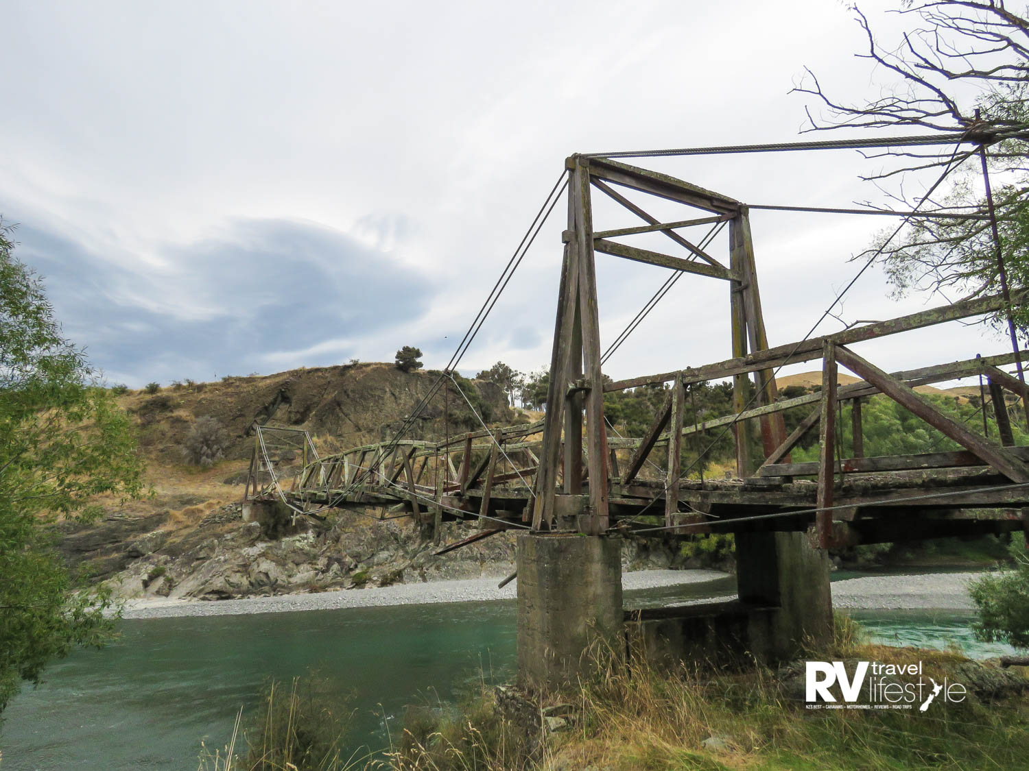 Historic bridge across the Hurunui River