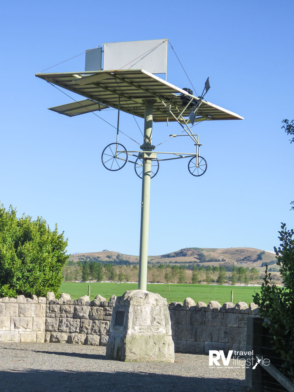 Memorial to aviator Richard Pearse