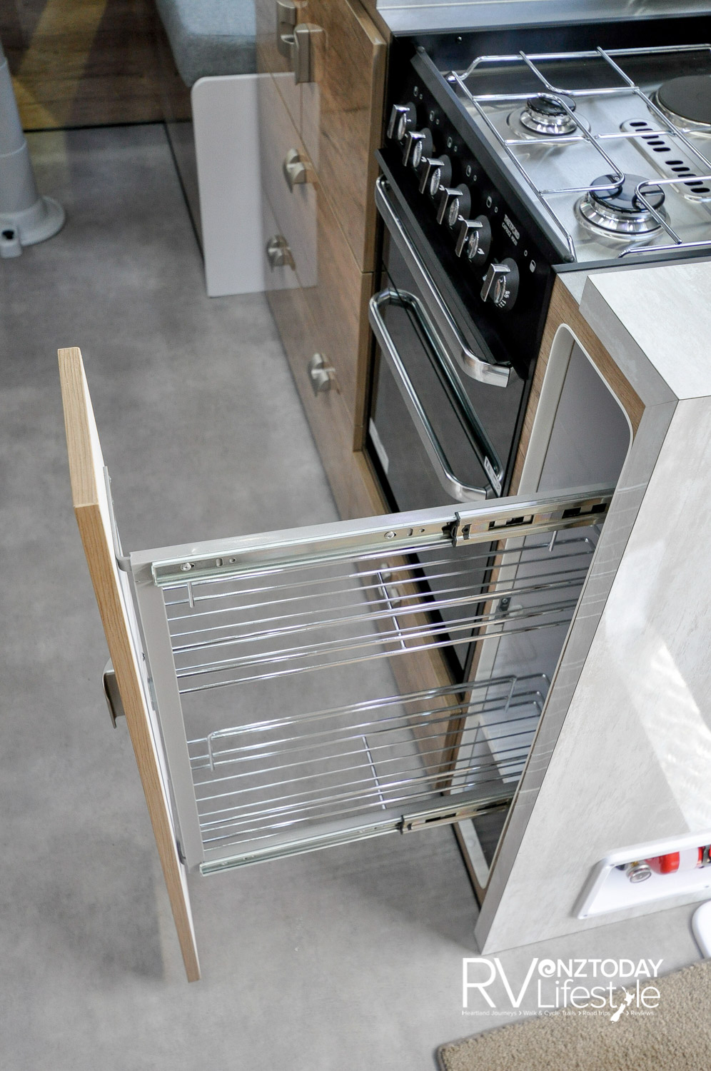 A pull-out pantry slider beside the full gas oven with separate grill, 3 gas burners and 1 electric