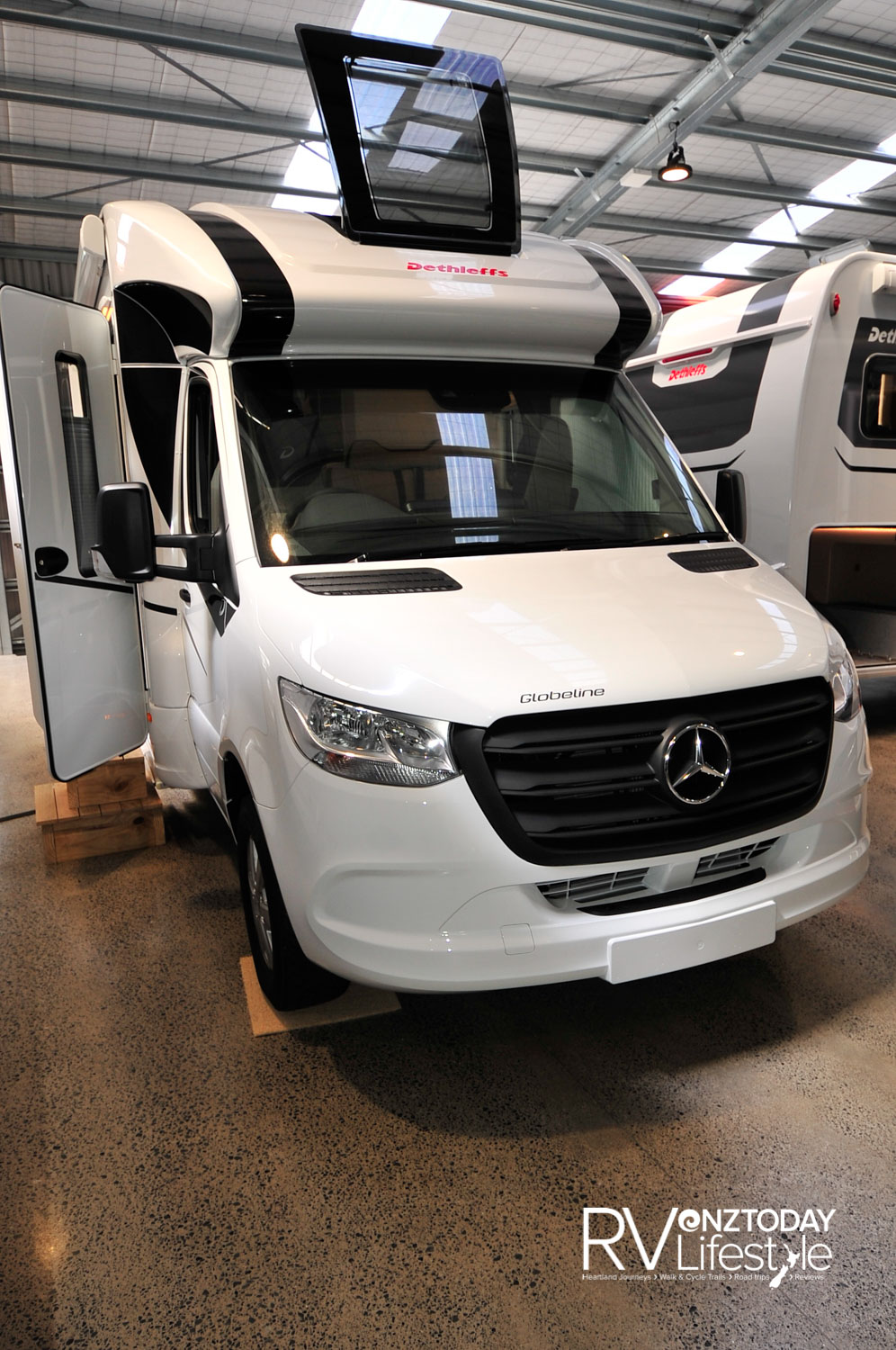 Mercedes-Benz Sprinter 414 CDI Euro VI D engine (105kW/141bhp) 7G-Tronic Plus auto transmission. Mercedes ladder-frame chassis