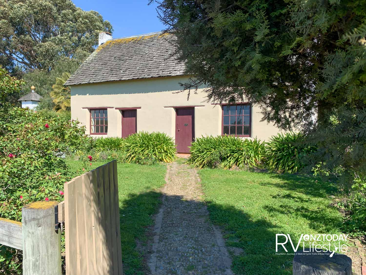 Cob cottage outside Blenheim has been a familiar roadside sight for many years