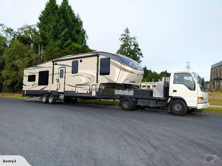 2017 Keystone Cougar Fifth Wheel/Isuzu Truck Combo
