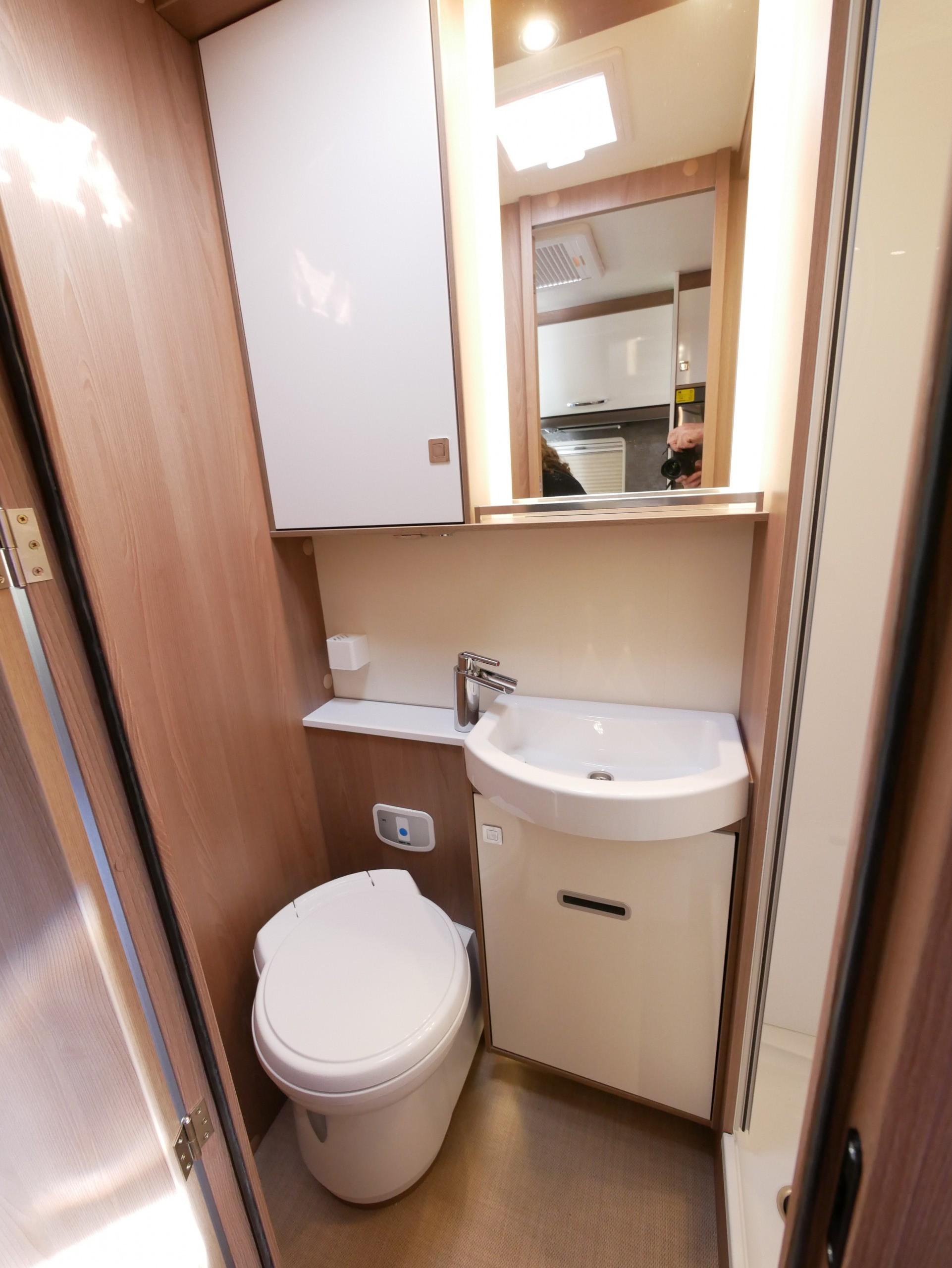 Pedestal cassette toilet with 12V electric flush, lots of storage